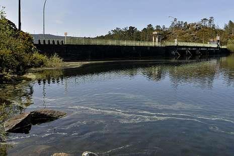 Las imágenes del rescate en O Ézaro.Vista de la presa de A Ponte Olveira, estos días.