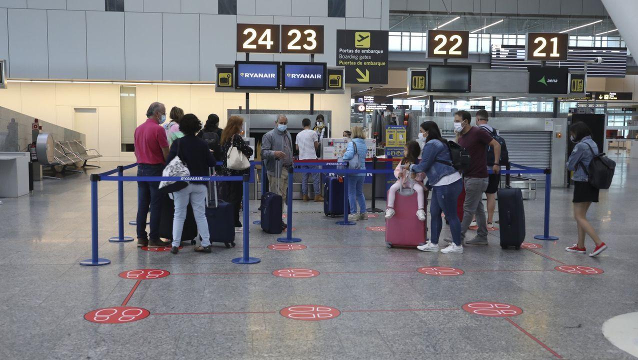 Despegue de un avión de Vueling en Lavacolla