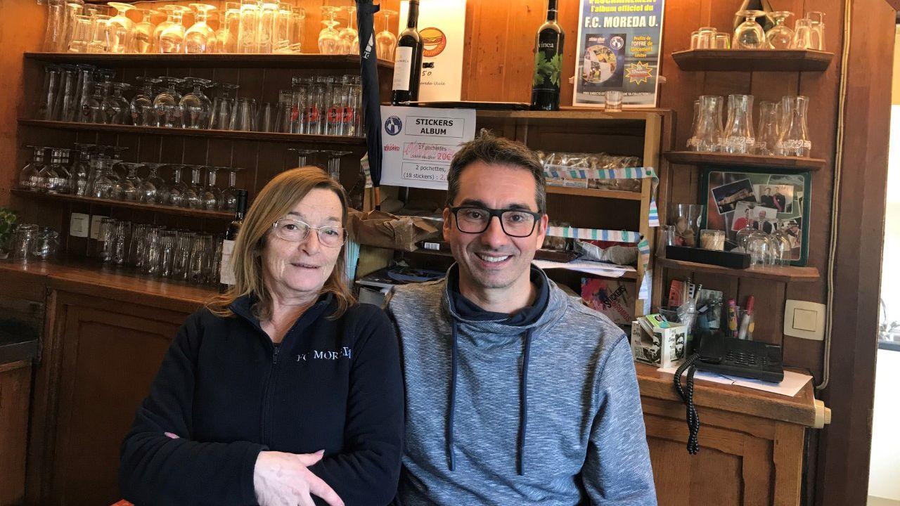 Jose Carbajales con Carmen (otra asturiana, procedente de Arriondas, que lleva en Bélgica casi 50 años)