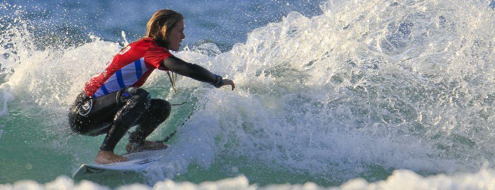 La surfista vasca Leticia Canales hizo una gran competición en aguas de Pantín.
