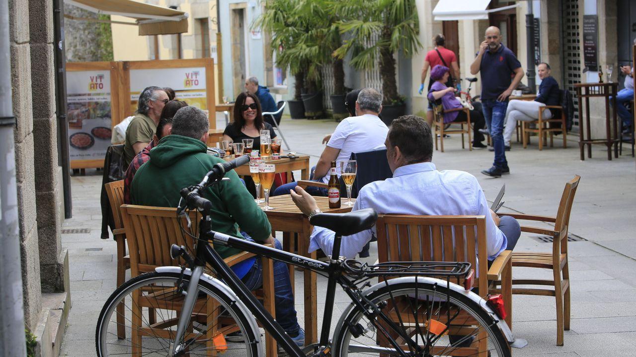 Terrazas con clientes en Lugo