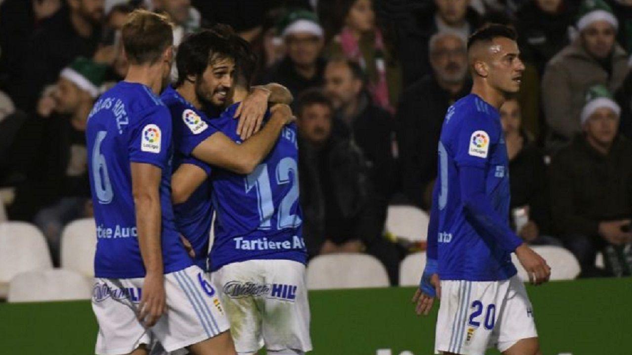 Carlos Hernández, Arribas y Tejera celebra el gol de Nieto
