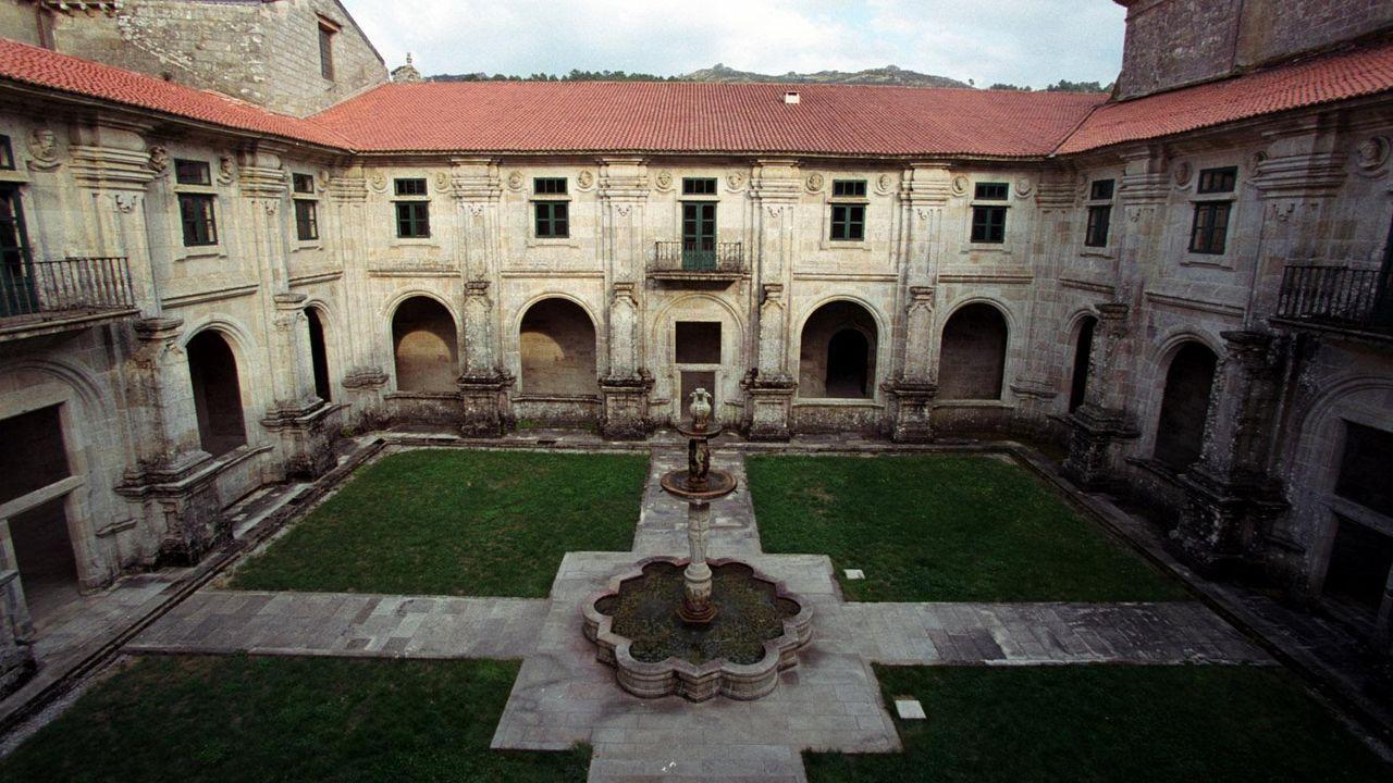 Serra da Capelada.Yzquierdo destaca la gran arquitectura nacida con las órdenes mendicantes como Oseira