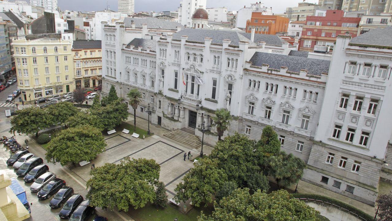 Así cayó el muelle de O Marisquiño.Sede del Tribunal Superior de Xustiza, en A Coruña