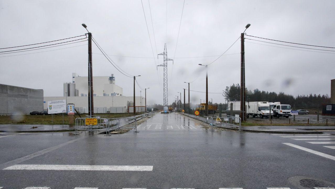 Las fotos de los coches de lujo y de quienes fueron a verlos en Monforte.Las empresas del grupo Intaf están especializadas en el sector metalúrgico