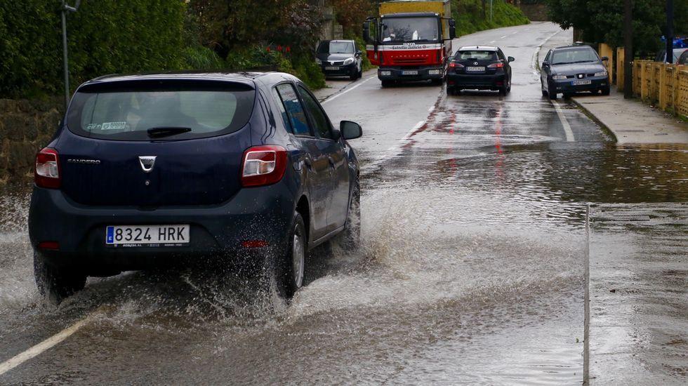 Inundaciones en la carretera dos Muíños, en el área de Vigo.