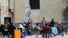 Terrazas en la plaza de la catedral, en Oviedo