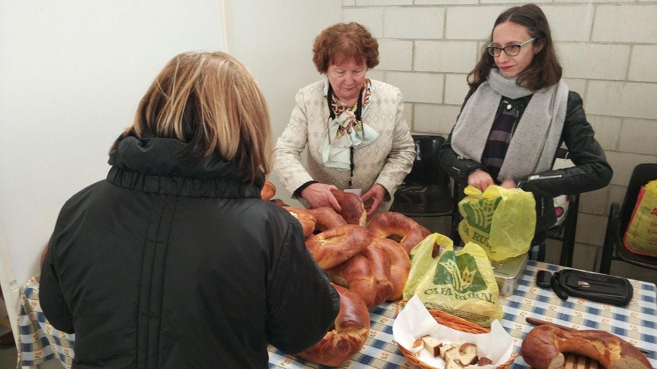 María Teresa Mallada, en el centro, durante su visita de campaña a Taramundi