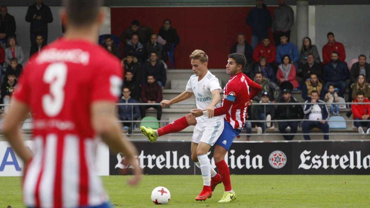 La aficion azul celebra la victoria frente al Sporting.Saúl Berjón ante Zapater