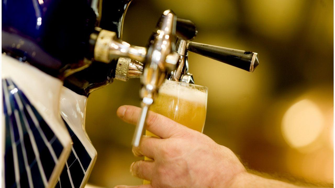 Escasez de cerveza en el Reino Unido por culpa del CO2.Ana Morollón, finalista del programa «Gira Mujeres»  de Coca-Cola