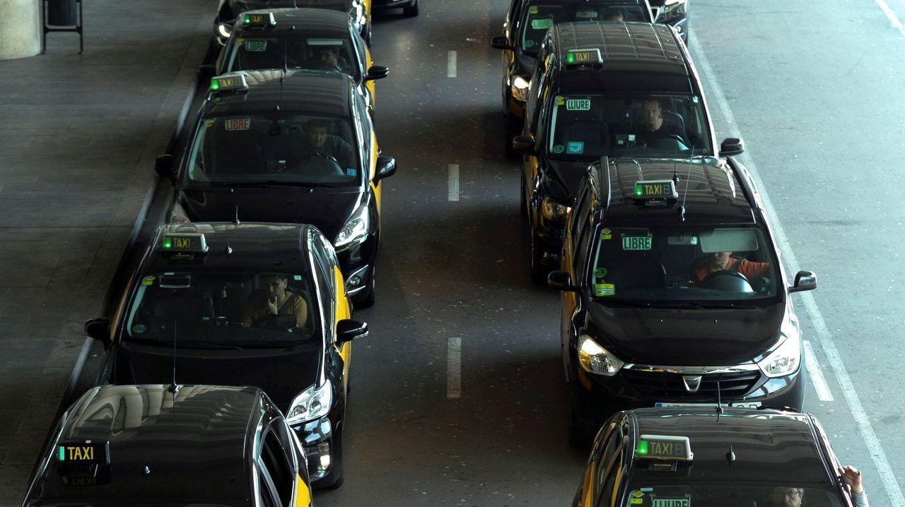 Taxis agolpados en el aeropuerto de Barcelona-El Prat