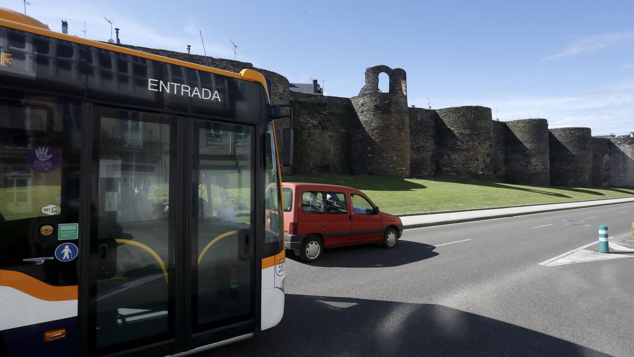A partir del 1 de junio no se volverá a ver esta imagen, de buses y coches por delante de A Mosqueira