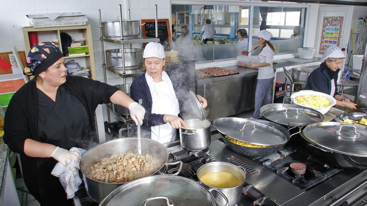 Así se cocinan 950 menús escolares al día.Fábrica de Danone en Asturias