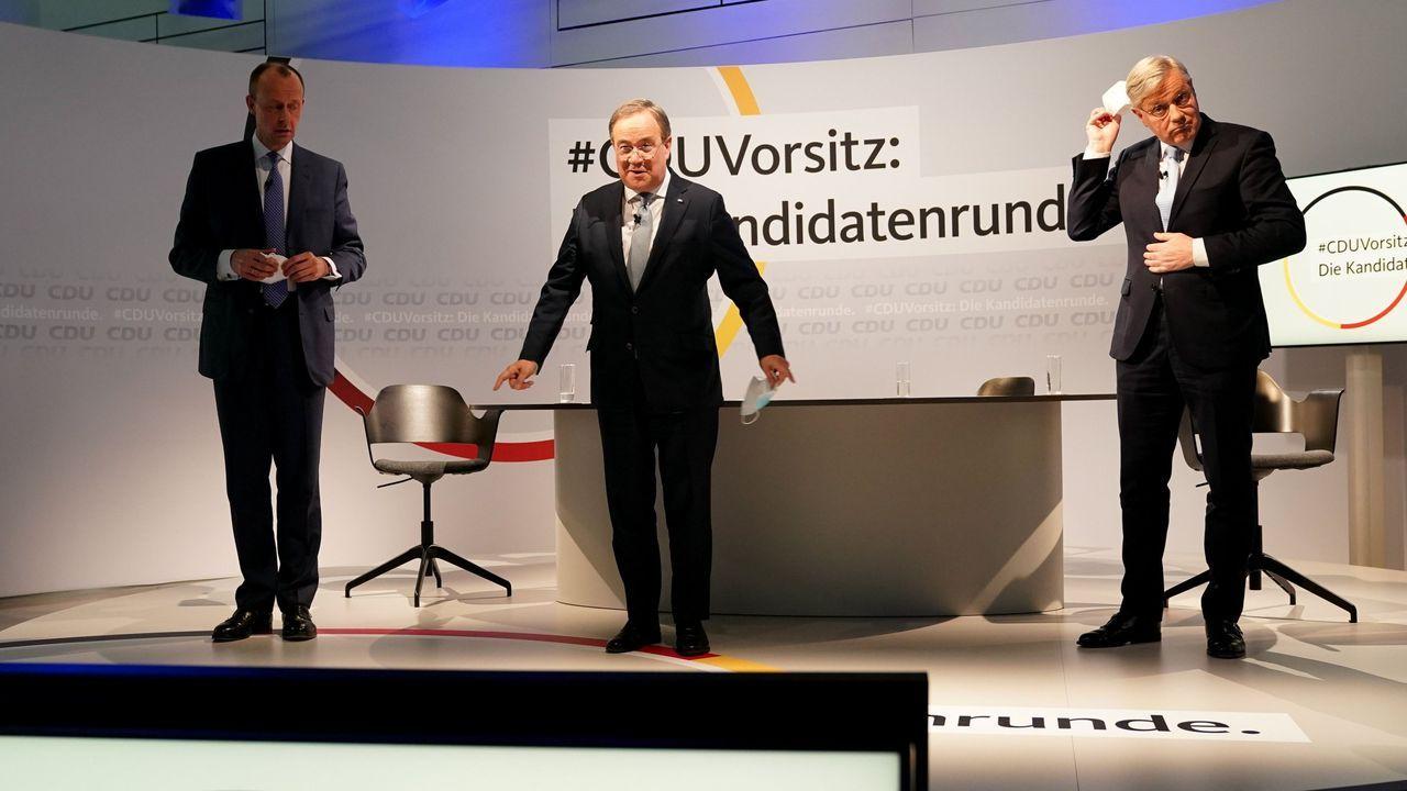 Salvador Illa comparece ante el auge de la tercera ola.Friedrich Merz, Armin Laschet y Norbert Roettgen, el pasado 8 de enero, en un debate sobre la sucesión de Merkel al frente de la CDU