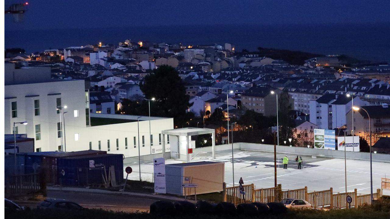 Primer día con nivel extremo en Viveiro por covid.En primer término, el Hospital Público da Mariña y al fondo, vista de Burela