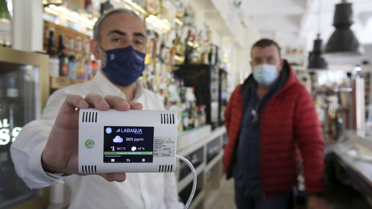 En la cafetería Bla Bla de Ferrol se ha instalado un sensor de CO2 a pesar de que no podrá ampliar horario porque su licencia municipal no es de restaurante