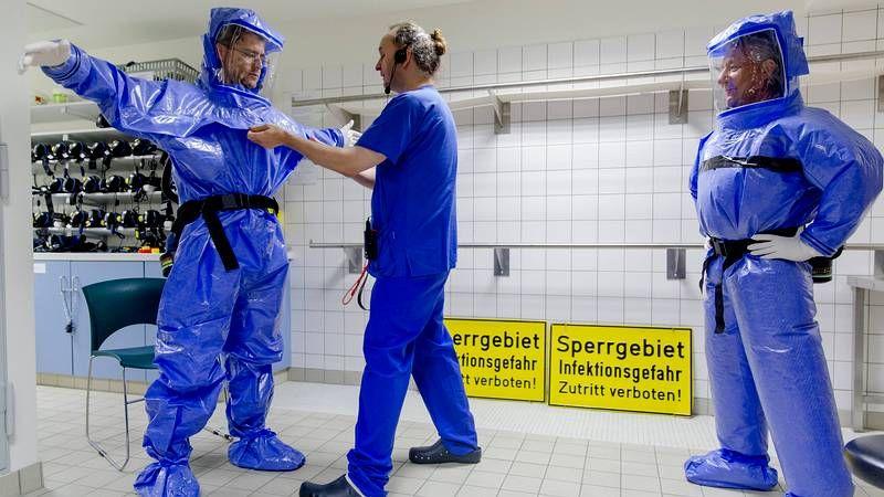 Así es el protocolo ante un caso de ébola.Nigeria controla a los pasajeros que entran y salen del país para evitar la propagación del ébola