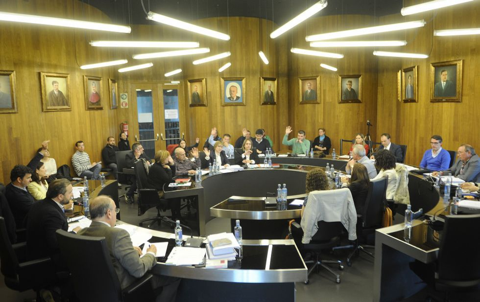 Los 11 votos del gobierno sirvieron para respaldar la aconfesionalidad institucional del Concello de Lalín.
