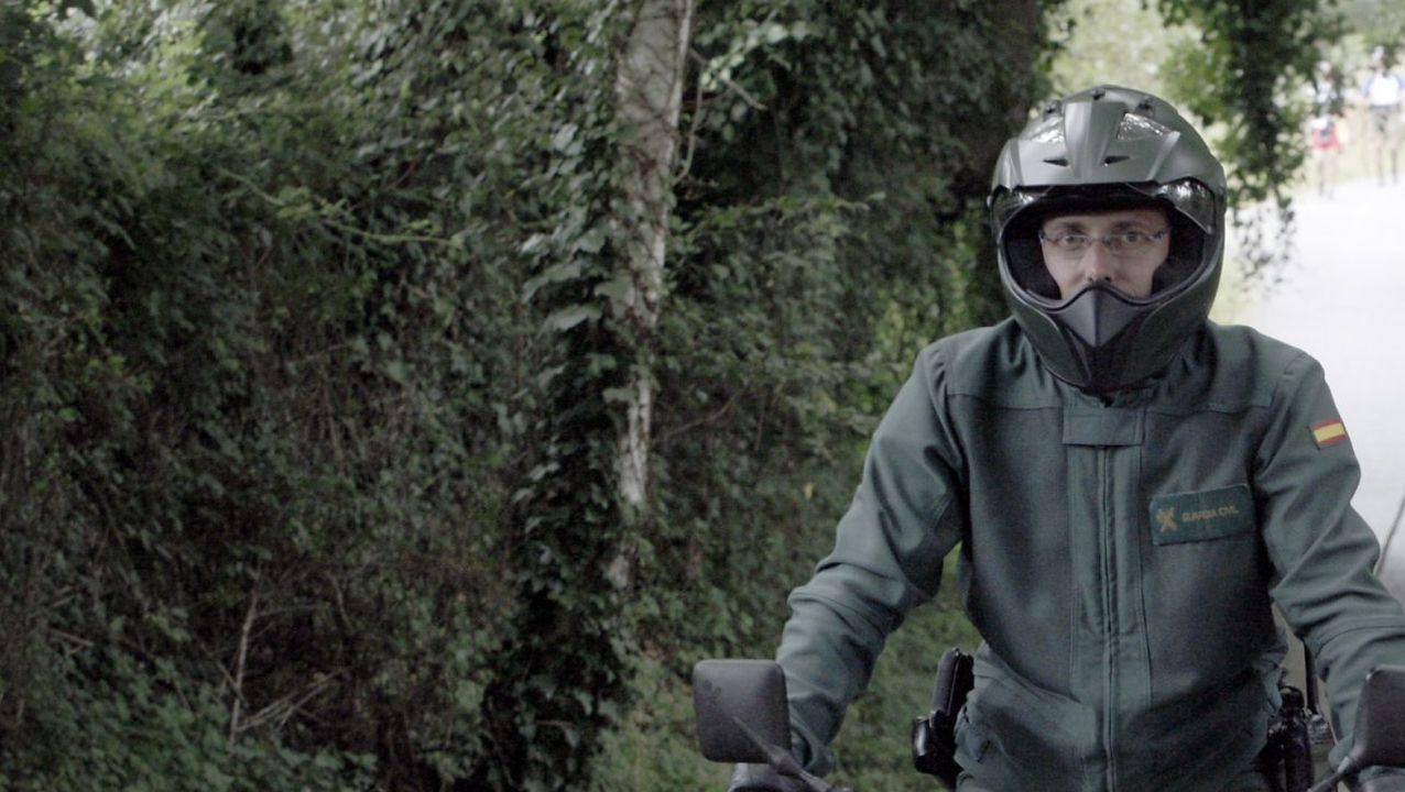 Un motorista del Servicio de Protección de la Naturaleza de la Guardia Civil