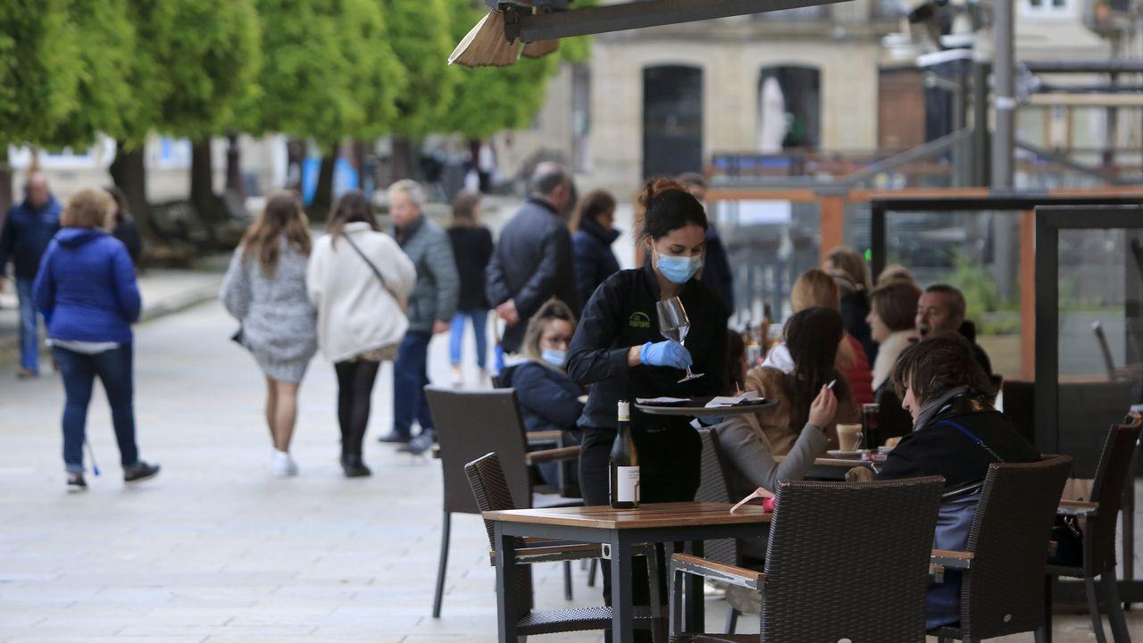 Usuarios de bicicleta en el casco urbano de Ourense
