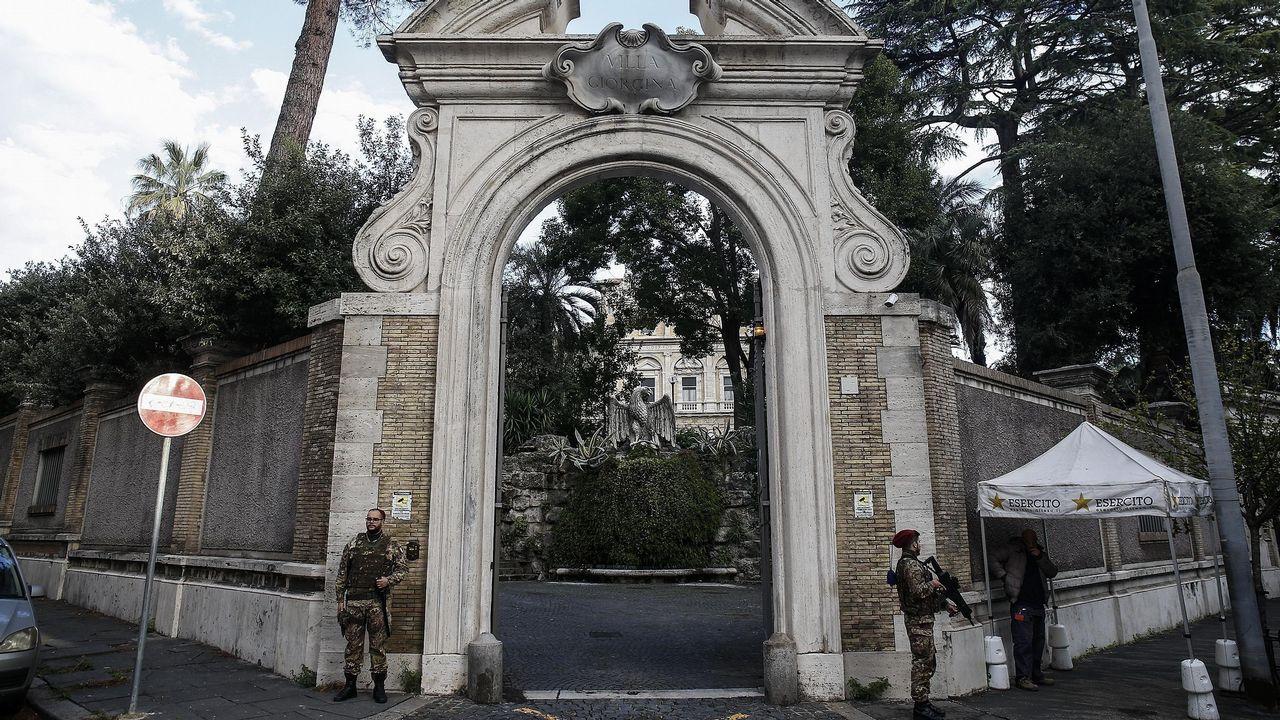 Entrada de la nunciatura de la Santa Sede en Roma, donde se hallaron los restos humanos
