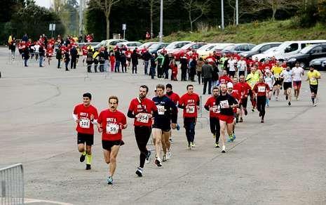 La carrera de Santiago contó con casi 500 corredores entre adultos, jóvenes y niños.