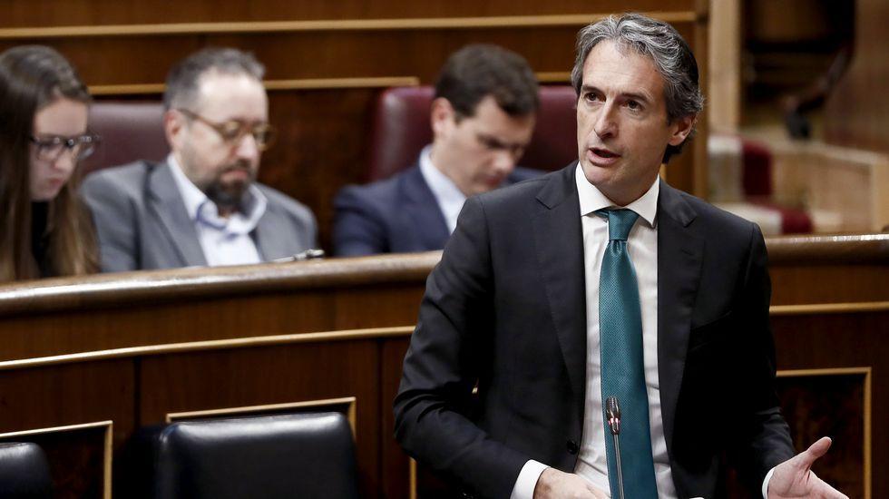 El presidente del Principado, Javier Fernández, atiende a los medios de comunicación.El ministro de Fomento, Íñigo de la Serna