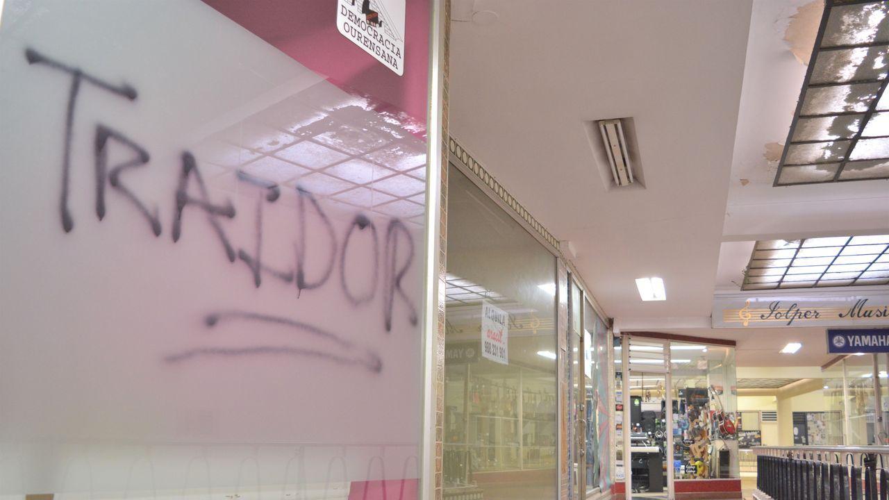 Un local de Pérez Jácome, alcalde de Ourense, ha sufrido daños y en el podía leerse la palabra «traidor»