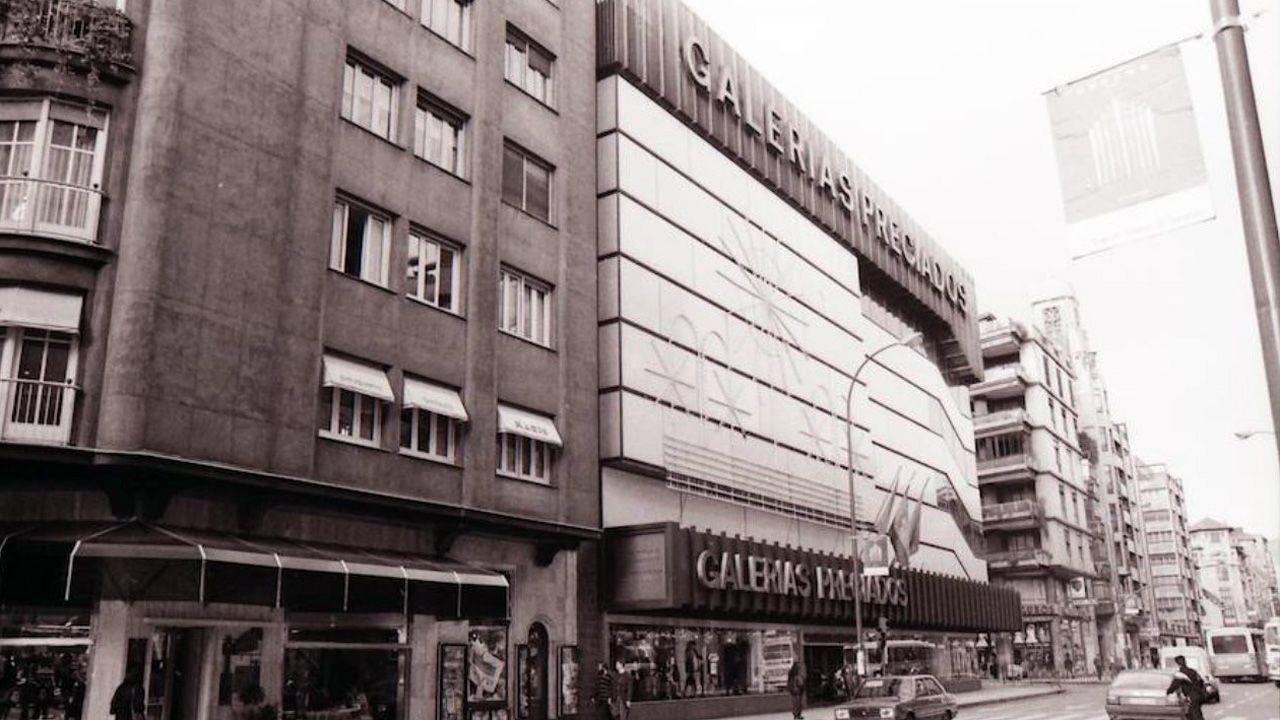 Imágenes de una excavación minuciosa.Galerías Preciados en la calle Uría de Oviedo, construido por Feduchi y Bassó, que fue inaugurado en el año 1975