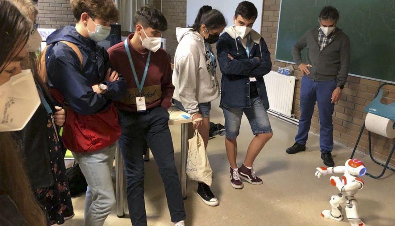 Cans robóticos e humanoides formaron parte das exhibicións na EPSE