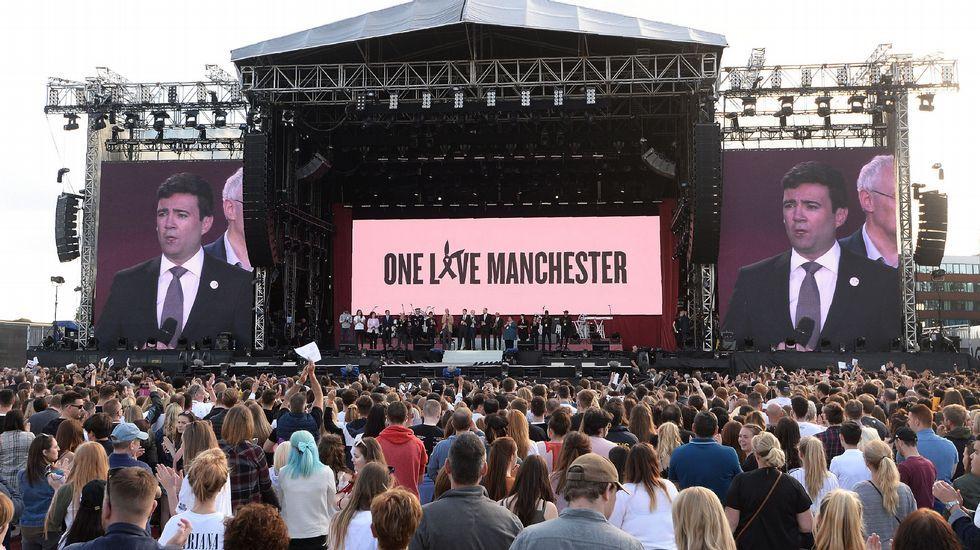 El alcalde de Manchester, Andy Burnham, durante su intervención al comienzo del concierto
