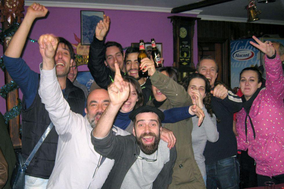 Un enfrentamiento que viene de lejos.Celebración en el bar Marcelino del gordo del Niño de 2014.