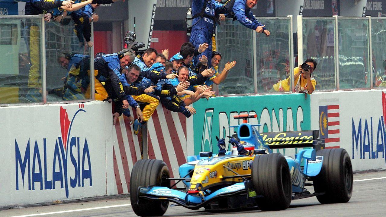 Alonso celebrando una victoria en Sepang con Renault