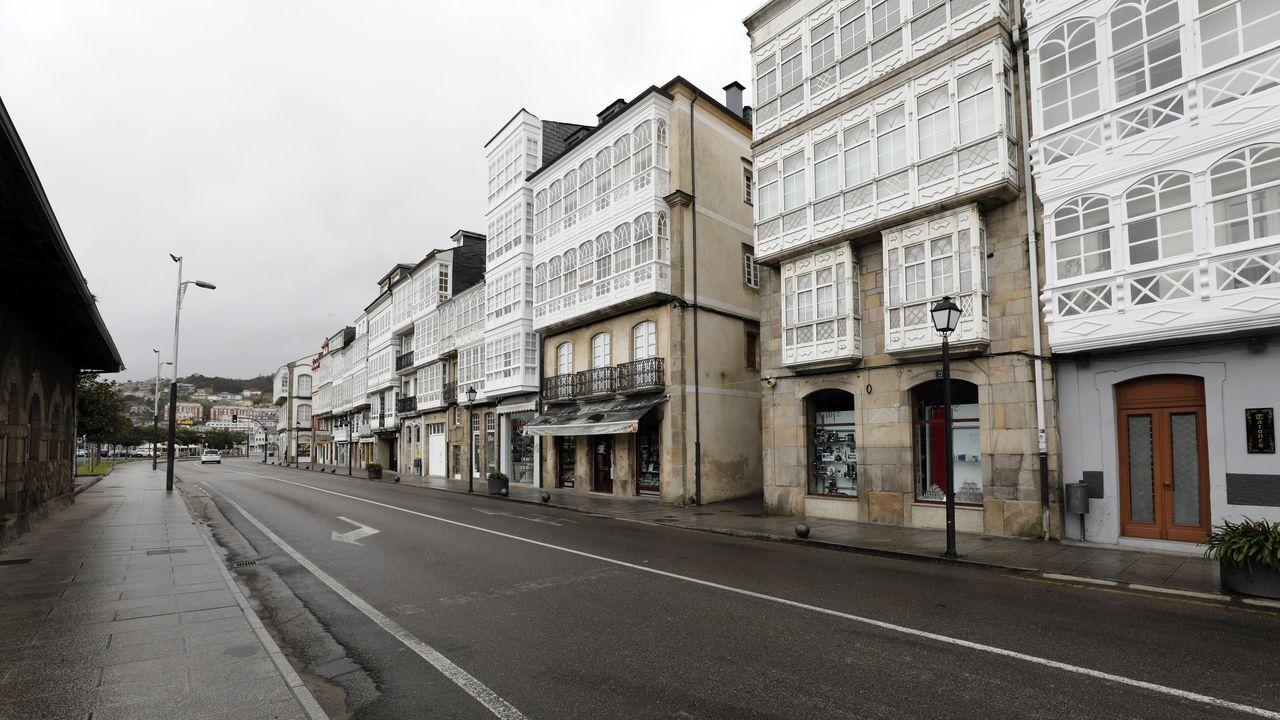 Cuando pase la crisis sanitaria tocará recuperarse de las consecuencias económicas que han cerrado cientos de empresas y han vaciado calles como esta de Viveiro