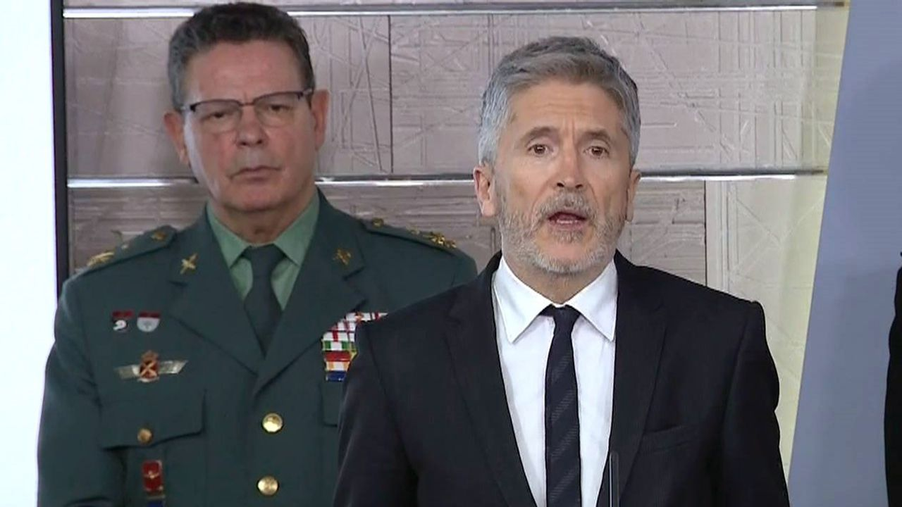 residencia.Laurentino Ceña, junto al ministro del Interior, Fernando Grande Marlaska, en la rueda de prensa de ministros