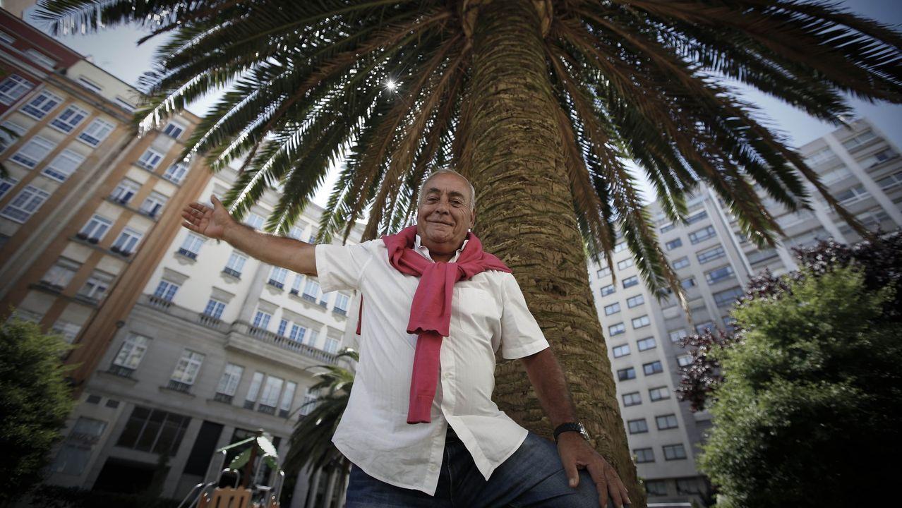 Vicente Fernández Barreira toca la gaita quefabricó para el Conservatorio de Verín.El grupo de swing O Sister actuará en Vilalba