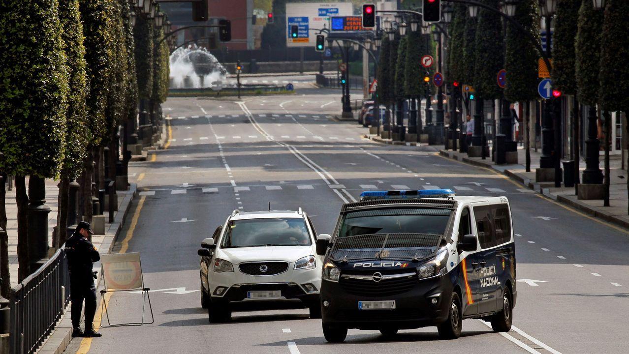 Vista de un control policial en la calle General Olorza del centro de Oviedo