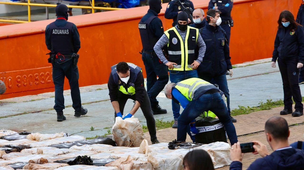 Operación Canelas. Velero abordado en el Atlántico, cerca de las Islas Azores, con 1.500 kilos de cocaína que venían a Galicia. Dos croatas detenidos y un estadounidense. La droga fue descargada en el puerto de Cádiz