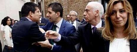 Escrache de alcaldes del PP de Málaga a Susana Díaz, en una imagen del Twitter del PP, @PPMalaga