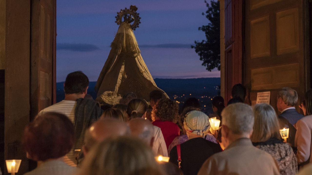 Procesión bajo velas y antorchas en Monforte.Actuación de la orquesta Panorama en el 2018 en Monforte