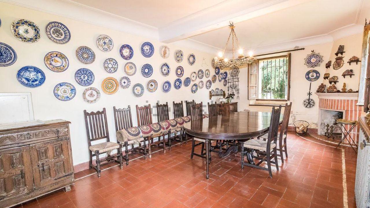 Interior de la casa en San Cucao (Llanera) que vende la familia Franco por cinco millones de euros