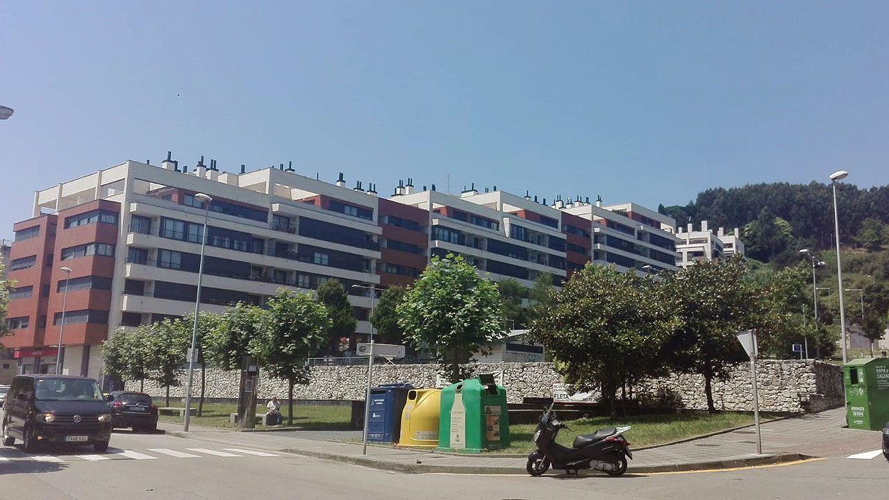 Una urbanización de pisos en Luanco (Gozón)