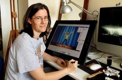 Patricia Castelao repasa la ilustración de la portada del libro de Ricky Martin.