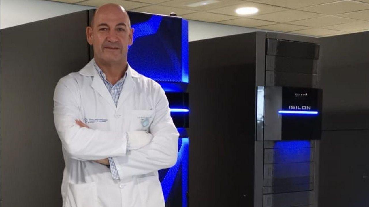 Cierra el albergue de Riazor.Ramiro Fernández en el Centro de Proceso de Datos del HULA