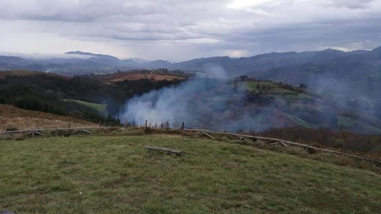 Extinguido el incendio forestal en Bimenes
