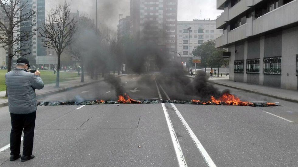 Primero de Mayo en Gijón:consignas, humoy escraches.En el colegio Manuel Rivero de Lalín el aula de sexto quedó completamente vacía.