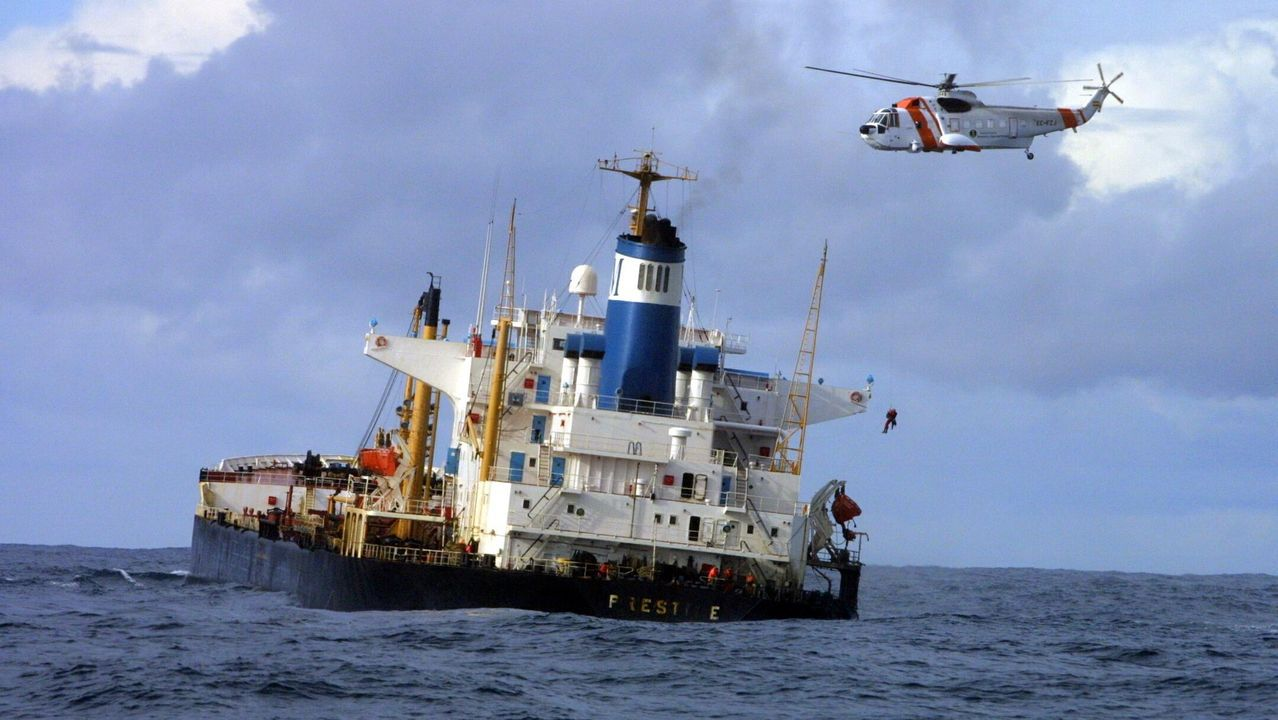 Imagen de las maniobras de alejamiento de la costa del 14 de noviembre del 2002