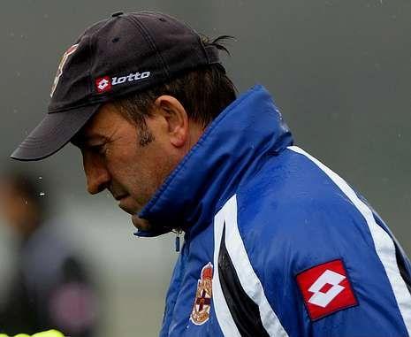 Miguel Ángel Lotina lleva meses intentando cobrar el dinero que el Deportivo le adeuda.