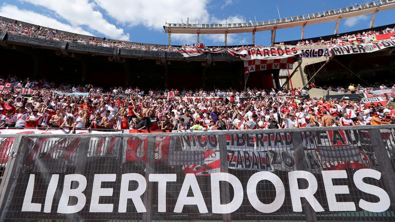 El periodista Jorge Ramos avanzó que Florentino había pedido a la UEFA jugar contra el Ajax.Menéndez Vallina, en el centro, junto a Manuel Paredes y Fernando Corral