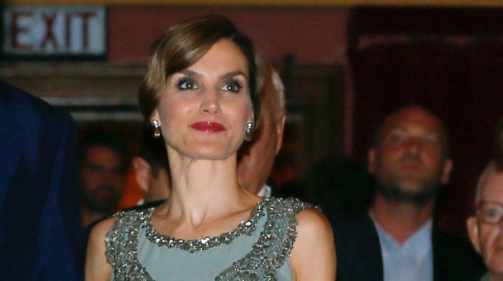 En Miami, la reina Letizia sorprendió con un «look» años veinte.